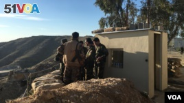 Iraqi Kurdish Peshmerga soldiers huddle around Maj. Gen. Sirwan Barzani in Makhmour, Iraq. Makhmour is expected to serve as one of the staging points for Iraqi and Peshmerga forces in the advance against the Islamic State-controlled city of Mosul, March 8. (S. Behn/VOA)