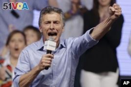 Opposition candidate Mauricio Macri celebrates after winning a runoff presidential election in Buenos Aires, Argentina, Sunday, Nov. 22, 2015. (AP)