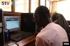 A university student uses offline digital library to read and download educational material at Ahmadu Bello University computer library. The innovation puts millions of digital academic documents, multimedia work and journals. (Mohammed Yusuf for VOA News)