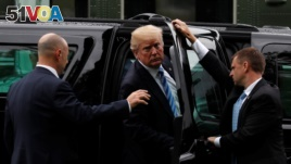 FILE - Secret Service agents hold the door to his car as U.S. President Donald Trump arrives to visit first lady Melania Trump at Walter Reed National Military Medical Center in Bethesda, Maryland, U.S. May 16, 2018. (REUTERS/Jonathan Ernst)