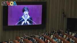 Lawmakers listen to President Park's speech.