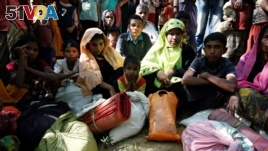 Rohingya refugees sit as they wait to enter the Kutupalang Refugee Camp in Cox's Bazar, Bangladesh, November 21, 2016.