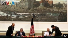 Afghan Presidential Candidates Agree to Share Power