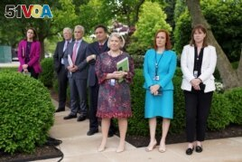 White House Press Secretary Jen Psaki, Communications Director Katherine Bedingfield and other staff members stand without protective face masks at the Rose Garden of the White House in Washington, U.S., May 13, 2021. (REUTERS/Kevin Lamarque)