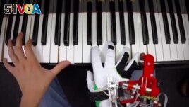 Pianists Learn to Play with an Extra Robotic Thumb
