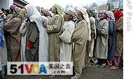 Kashmiri Muslim women wait to cast their vote outside a polling station in Bandipora, 17 Nov 2008