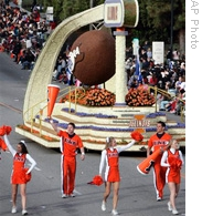University of Illinois cheerleaders and float at the 2008 Rose Parade